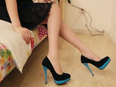 Gorgeous Black and Blue Pumps . Can't wear them, but sure love high heels Teal Heels, Blue Pumps, Turquoise Heels, Crazy Shoes, Me Too Shoes, Dream Shoes, Mode Shoes, Shoe Gallery, Vogue