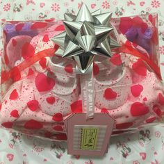 Mother and Baby Girl Hamper, the perfect gift for new baby girl and proud mummy! Deliver UK. The ideal #babyshower gift #babygirl #babygift order from www.tinyfeethampers.co.uk