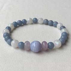 4つの癒しの石で心を解放する/ブルーレースアゲート、エンジェライト、ブルームーンストーン、ラベンダーアメジスト | ハンドメイドマーケット minne