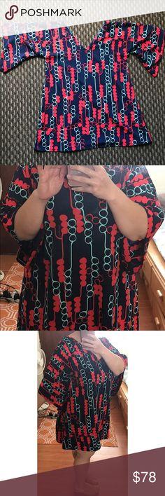 "Manuhealii Kimono Style Dress Gorgeous barely worn lei kukui print kimono style dress. Only worn twice.  Polyester material.  Approx 22"" across across front, from arm pit to arm pit. Key words:  manaola, kealopiko, wahine toa, sig Zane, manuheali'i, nake'u, tav, hawaii, hawai'i, acacia, simply sisters, living hula manuhealii Dresses Midi"