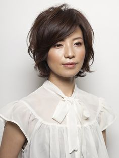 Jun 2019 - Looking for the best way to bob hairstyles 2019 to get new bob look hair ? It's a great idea to have bob hairstyle for women and girls who have hairstyle way. You can get adorable and stunning look with… Continue Reading → Medium Hair Cuts, Short Hair Cuts, Medium Hair Styles, Curly Hair Styles, Haircut Medium, Cute Hairstyles For Short Hair, Trending Hairstyles, Bob Hairstyles, Hairstyles Videos