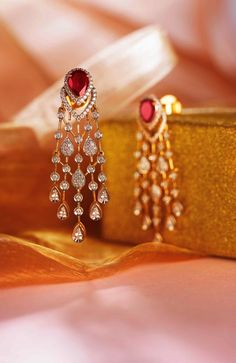 Luscious Fashion Jewelry Statement Ideas - 8 Positive Simple Ideas: Jewelry Exhibitors jewelry 2017 new york. Gold Earrings Designs, Gold Jewellery Design, Diamond Jewellery, Diamond Necklaces, Tanishq Jewellery, Diamond Earrings Indian, Bohemian Jewellery, Onyx Necklace, Necklace Set
