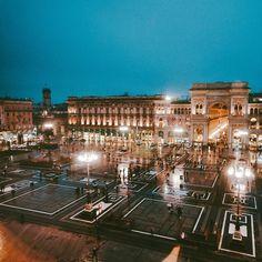 'e le storie romantiche su quanto è fredda Milano: noi che a Milano ci andiamo per la moda e la radio per cercare contatti perché lì stanno le cose che ci piacciono: i dischi le foto i registi i marchingegni alla moda le muse gli artisti e sentirci diversi creativi speciali tutto tranne normali. Tutto tranne normali.' #milano #milanocity #milanodavedere #igeritalia #igersmilano #ig_milan #italian_trips #ig_italia #beautifuldestinations #museodelnovecento #vsco #nikon #nikonitalia #instagood…