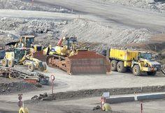 KOMATSU D575A Mining Equipment, Heavy Equipment, Bucyrus Erie, Caterpillar, Around The Worlds, Plant, Construction, Big, Modern