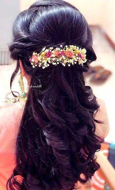, # indian Hairstyles www. Simple Bridal Hairstyle, Bridal Hairstyle Indian Wedding, South Indian Bride Hairstyle, Bridal Hairdo, Hairdo Wedding, Indian Bridal Hairstyles, Saree Hairstyles, Open Hairstyles, Bride Hairstyles