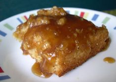 "Poor mans Pudding Cake (Pouding Chomeur) Poor man's Pudding Cake (Pouding Chomeur) on BigOven: A traditional French-Canadian recipe that is very common in Quebec. A syrupy ""pudding"" with a cakey topping. Canadian Dishes, Canadian Cuisine, Canadian Food, Canadian Recipes, Köstliche Desserts, Delicious Desserts, Dessert Recipes, Yummy Food, Italian Desserts"