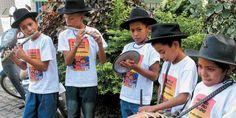 """Podemos dizer que Banda Cabaçal, Banda de Pífanos ou apenas Cabaçal é um conjunto instrumental de percussão e sopro formado por um zabumba, uma caixa ,todos feitos de madeira e couro, de bode ou veado, e dois pifes de taboca, soprados vertical ou horizontalmente. Apresenta danças tais como o """"Baião do Gigante"""", """"Maribondo"""", """"Dança do Sapo"""", """"Caboré"""", """"Briga do Cachorro com a Onça"""", etc."""" Confirmado pelo mestre José Lino, o folclorista J. de Figueiredo Filho destaca o aspecto onomatopaico e…"""