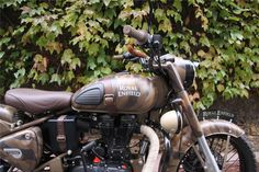 Voici quelque exemples de préparations Royal Enfield. - Royal Enfield Classic Despatch Royal Enfield Bullet, Royal Enfield Classic 350cc, Royal Enfield Wallpapers, Enfield Thunderbird, Royal Enfield Accessories, Royal Enfield Modified, Cafe Racer Parts, Enfield Bike, Enfield Himalayan