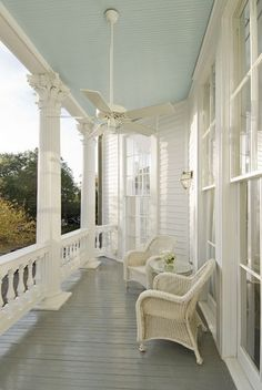 I love porches with grey floors and blue ceilings. Haint Blue Porch Ceiling, Farmhouse Front Porches, Southern Porches, Country Porches, Porch Paint, Roof Paint, Porch Kits, Blue Ceilings, Porch Flooring
