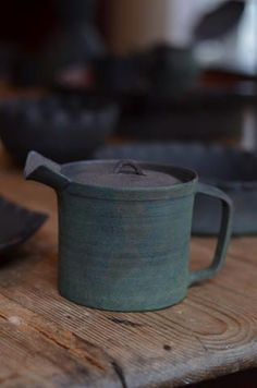 Amazing teapot by Tsuyoshi Omura, lov ethe colour and the texture of the glaze. Pottery Teapots, Ceramic Teapots, Ceramic Clay, Ceramic Pottery, Japanese Ceramics, Japanese Pottery, Sculptures Céramiques, Terracota, Ceramic Tableware