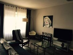 3-bedroom in Central Hollywood Los Angeles 3-bedroom in Central Hollywood is a detached holiday home with a barbecue, located in Los Angeles in the California Region. Guests benefit from terrace and a sun terrace. Free private parking is available on site.