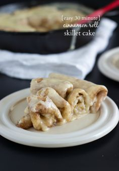 Easy, 30 minute cinnamon roll skillet cake