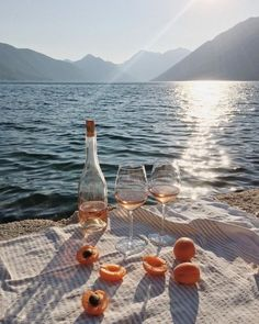 Image about summer in wine:. Beach Aesthetic, Summer Aesthetic, Travel Aesthetic, Aesthetic Gif, Aesthetic Fashion, Picnic Date, Beach Picnic, Belle Photo, Aesthetic Pictures