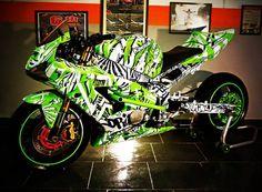 Custom Sport Bikes, Stunt Bike, Stunts, Cars And Motorcycles, Vehicles, Ninja, Badass, Board, Women