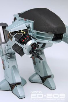 Review NECA Robocop 10-inch tall ED-209 Robot Action Figure (Sound Effects & Dialogue)