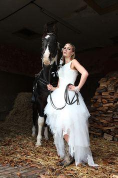 horse-countrystyleweddings-nativeamerican-photoshoots-weddinginspiration-bridalideasjpeg