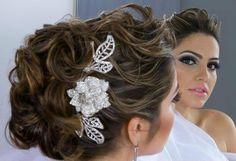 Penteado de noivas com flores - Penteados