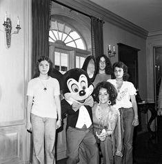 Elizabeth Taylor-56 Amazing Disney Theme Park Photos