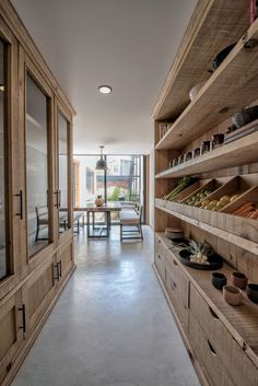 The dream kitchen storage 😍 Kitchen Pantry Design, Home Decor Kitchen, Kitchen Interior, Home Interior Design, Home Kitchens, Kitchen Storage, Food Storage Rooms, Big Kitchen, Modern Farmhouse Kitchens