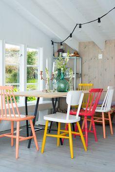 Mix de sillas | Estilo Escandinavo  #deco #decoracion #silla                                                                                                                                                                                 Más