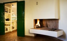 Chimenea Fireplaces, Laundry Rooms, Dressing Room, Fire Places, Decks, Green Doors, White Walls, Andalusia, Black People