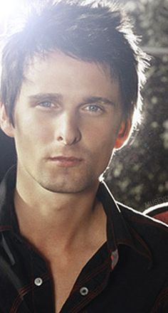 Matt Bellamy has the most beautiful voice in the alternative rock genre. He can (and should) sing in an opera.
