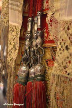 ΑΤΤΙΚΗ - ATTICA Νυφική φορεσιά από την Κηφισιά Αττικής που ανήκε στην οικογένεια Κουτσού, τέλη 19ου αιώνα. Φωτογραφία: Ασημίνα Βούλγαρη Greek Traditional Dress, Greek Costumes, Folk Costume, Fantasy Girl, Fringes, Fashion History, Folklore, Medieval, Greece