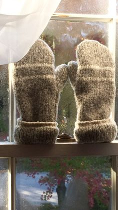 Girls or Ladies Wool Sweater Mittens Gray with White Stripe Fully Lined with Polyfleece. Water resistant for a long day snow Size S-M