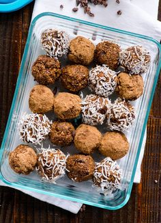 Cacao Nibs Brownie Bites Recipe are crunchy, naturally sweetened, nut free and full of antioxidants healthy snack. How to use cacao nibs. Healthy Baking, Healthy Desserts, Healthy Food, Healthy Detox, Healthy Treats, Real Food Recipes, Snack Recipes, Yummy Food, Vegan Sweets