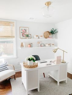 A modern coastal inspired home office makeover with clean lines and bright whites all for under $300! The perfect place to blog! Cozy Home Office, Home Office Setup, Guest Room Office, Office Inspo, At Home Office Ideas, Home Office White Desk, White Office Furniture, Home Office Bedroom, Office Desk