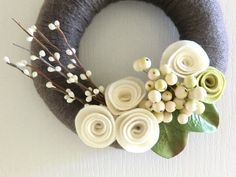 "Yarn Wreath ""First Snow"" Cream Felt Roses"