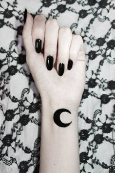 37 Inspirational Moon Tattoo Designs with Images - Piercings Models Tattoo L, Goth Tattoo, Piercing Tattoo, Body Art Tattoos, Cool Tattoos, Tattoo Moon, Wicca Tattoo, Luna Tattoo, Grunge Tattoo