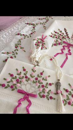 Wonderful Ribbon Embroidery Flowers by Hand Ideas. Enchanting Ribbon Embroidery Flowers by Hand Ideas. Ribon Embroidery, Embroidery Designs, Ribbon Embroidery Tutorial, Hand Embroidery Patterns, Embroidery Kits, Cross Stitch Embroidery, Machine Embroidery, Eyebrow Embroidery, Embroidery Online