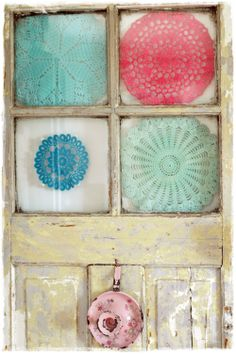 i love vintage.... old crochet door and crochet doilies <3