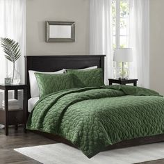 Madison Park Full/Queen Polyester Faux Velvet Reversible Coverlet Set in Green - Olliix Features: Glam/Luxury StylePolyester velvet, quilted, cotton, other fiber filling, prewash finishMade in ChinaSize: Full/Queen: x x + Color: Green Green Rooms, Bedroom Green, Bedroom Decor, Bedroom Ideas, Bedroom Inspo, Farm Bedroom, Bath Decor, Kids Bedroom, Quilt Bedding