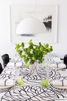 Ilmari Tapiovaara Domus chairs, Marimekko Bottna tablecloth, Sukat makkaralla glasses.   Styleroom - Karkki