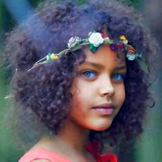 Beautiful mixed-race child with pretty green eyes Beautiful Children, Beautiful Babies, Beautiful Eyes, Beautiful People, Pretty Eyes, Amazing Eyes, Pretty Baby, Gorgeous Hair, Simply Beautiful
