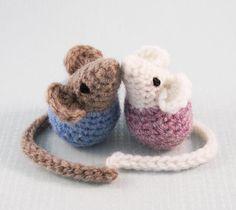 http://lucyravenscar.blogspot.co.uk/2015/02/little-kissing-mice-free-amigurumi.html