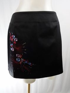 EXPRESS 1 / 2 Extra Small Black Embroidered Maroon Floral Pattern Mini Skirt #Express #Mini
