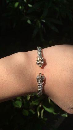 Shopping for a distinctive Alwand Vahan bracelet? Diamond Bracelets, Ankle Bracelets, Hermes Bracelet, Gents Bracelet, Tiffany And Co Bracelet, Cartier Gold, Gold Jewelry Simple, Mode Blog, Piercings