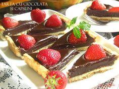 Tarta cu ciocolata si capsuni