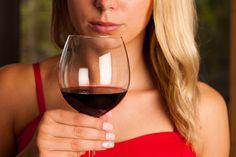 Moni+juo+tietämättään+punaviiniä+väärin+–+huoneenlämpöisenä+tarjoilu+ei+olekaan+oikea+tapa