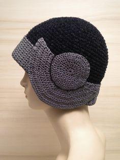Greta - www.capple.it Crochet Beanie Hat, Scarf Hat, Knitted Hats, Crochet Scarves, Knit Crochet, Crochet Hats, Funky Hats, Crochet Hat For Women, Flapper Hat