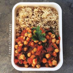 Chickpeas and tomatoes stew - looks pretty damn good!