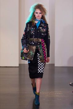 The complete Marc Jacobs Resort 2017 fashion show now on Vogue Runway. Fashion 2017, Love Fashion, High Fashion, Fashion Show, Fashion Design, Marc Jacobs, Resort 2017, Spring Summer Trends, Urban Chic