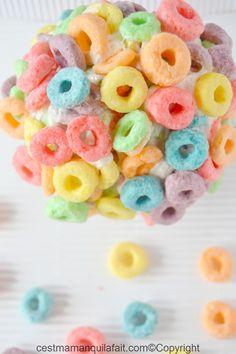 ;  Ces boules de céréales arc en ciel de toutes les couleurs sont un favori des enfants. Ici j'ai pris des céréales multicolores aux fruits Froot Loops car les couleurs sont parfaites pour Pâques. libre à vous d'utiliser des céréales de d