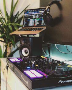 Wake up and mix things up!! 😁🎧🎶🎹 For the best DJ equipment visit globaldjsguide.com or find the link @globaldjsguide !! #dj #djing #djsoftware #djsetup #mixing #djheadphones #headphones #djtools #djgear #djproducer #globaldjs #djlife #djbooths #homedj #bedroomdj #pioneerdj #djcontroller #krk #krkmonitors #djspeakers #laptop #macbookpro #djlifestyle #djlife🎧 Pioneer Ddj, Dj Speakers, Dj Setup, Professional Dj, Dj Gear, Ableton Live, Dj Booth, Dj Equipment, Best Headphones