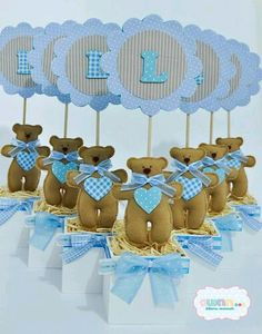 Centros de mesa para baby shower usando foamy o cartulina Baby Shower Food For Girl, Baby Shower Deco, Baby Shower Themes, Baby Shower Gifts, Mesas Para Baby Shower, Baby Shower Souvenirs, Baby Event, Baby Shawer, Boy Decor
