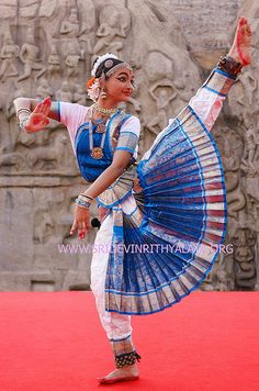 Indian dancer of Sri Devi Nrithyalaya - Chennai (Madras), South India .  This Indian dance style of bharatnatyam is one of the classical Indian dances.   In this Classical dance form of Indian dance, the jewellery and costumes play and important role.  Fun! #dance #workout #fitness http://beckysblog.net/healthy-fun-dance-those-calories-away/