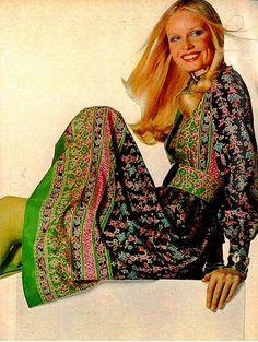 Mixed Prints c. 1971 US Vogue Feb 1971, photo by Irving Penn. model: Gunilla Lindblad. #dressmaking #calicolaine